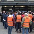 Convegno sul Reddito, protestano i disoccupati: «Basta comandati»
