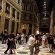 Nella Galleria regno di babygang i vigili multano le coppie del tango
