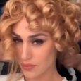 Cecilia Rodriguez cambia look, eccola coi boccoli biondi in stile anni '80