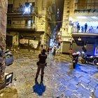 «Stesa» a Forcella, donna ferita mentre è affacciata al balcone