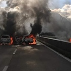 Assalto a portavalori, sparatoria e fiamme sulla Avellino-Salerno