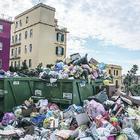 Torre del Greco invasa dai rifiuti e il sindaco aumenta la Tari