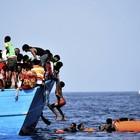 Napoli, il 15 giugno corteo in mare per l'accoglienza ai migranti