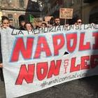 «Mai con Salvini», corteo antirazzista tra le strade di Napoli