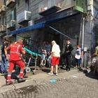 Napoli, auto travolge carrozzina: donna afferra il neonato al volo