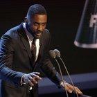 """""""Il mio nome è Idris Elba"""". Il tweet dell'attore alimenta le voci sul prossimo James Bond nero. Ma lui smentisce"""