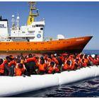 Salvini avvisa Ong: «Pacchia finita, non sbarcherete più in Italia». Medici senza frontiere: «Continueremo i soccorsi»