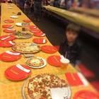 Invita 32 bambini alla sua festa ma non si presenta nessuno: la foto di Teddy diventa virale
