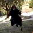 Suor Agnese in altalena a 95 anni, il video conquista il web