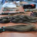 Bimba di 8 anni dona i capelli ai malati