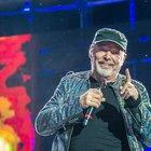 Vasco Rossi punk a San Siro: «Qui si fa la storia»