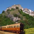 Scoprire la Campania con i treni storici: dalla Reggia di Caserta a Cuma, da Pompei fino all'Irpinia