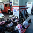 È il rigore decisivo ma suona la sirena: la reazione dei vigili del fuoco croati è magnifica Video