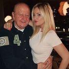 Massimo Boldi e la misteriosa bionda: «Con Arianna solo un bacetto»