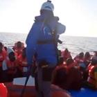 Nave in porto a Lampedusa, Salvini: «Arrestateli»