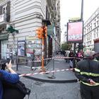 Napoli, l'ambulanza viene dirottata e una donna partorisce al bar