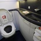 Feto perfettamente formato trovato morto in wc aereo