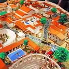 Gli scavi di Pompei festeggiano i mattoncini Lego, il post è virale