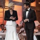 Sanremo, l'omaggio di Favino: «Michelle è stata la mia colonna»