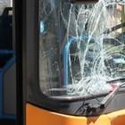 Agguato a Scampia: autobus Anm preso a sassate, vetro in frantumi