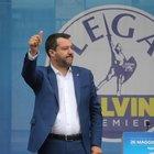 Sea Watch, Salvini: «Pronto a denunciare chi li fa scendere». Di Maio: «Non è colpa nostra»