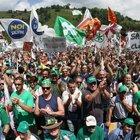250 leghisti campani a Pontida «Noi non spariamo agli immigrati»
