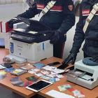 Centrale per creare false carte di credito nel Napoletano, due arresti
