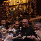 e27a7fb04c05 Dolce e Gabbana sfilano a Napoli tra selfie