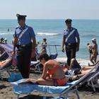 Violenza sessuale su due turiste sulla spiaggia: fermato un uomo