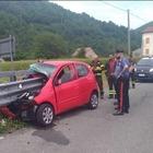 Auto infilzata dal guardrail, automobilista miracolato