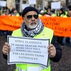 Gilet gialli in corteo anche a Napoli: «Da due mesi senza paga»