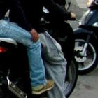 «Dammi lo scooter o sparo»: la vittima in fuga, preso il bandito