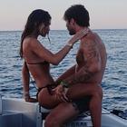 Belen e la foto romantica in barca con Stefano De Martino: «Ma che schifo»