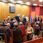 Napoli, salta il Consiglio comunale: «Maggioranza assente, mi vergogno»