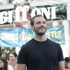 Il ritorno di Sam Claflin a Giffoni: «Questo è un posto speciale» Video