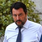 L'ultima crociata di Salvini: «Taglio accise benzina»