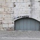 Il prefetto: «Monumenti sfregiati, ora misure anti-vandali»