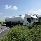 Camion si scontra con un'auto: paura sulla statale Telesina