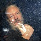 L'urlo di Assange: «Regno Unito incivile»