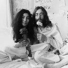 L'anniversario simbolico di John Lennon e di «Imagine»: Yoko Ono lo celebra con libro, album e film