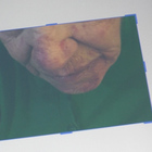 Anziana rapinata in casa, il figlio: «Una lama ancora nel collo»