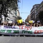 Napoli, studenti in piazza con Greta: «Tutti insieme per salvare il pianeta»