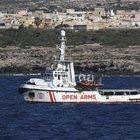 Open Arms, l'annuncio di Toninelli: «Portiamo noi i migranti in Spagna»