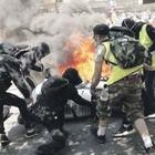Parigi, rivolta dei gilet gialli contro i fondi a Notre Dame