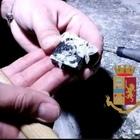 Market della droga nella casa con videosorveglianza, due arresti