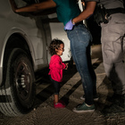 «La bambina che piange al confine» è la foto dell'anno del World Press Photo