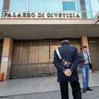 Immigrato forza porta Municipio e picchia vigile urbano: arrestato