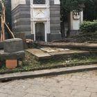 Napoli, chiude cimitero Poggioreale: «Alberi crollati ovunque, è rischioso»