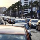 Carambola mortale in via Marina: auto contro moto, muore 26enne