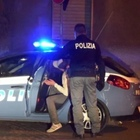 Droga nascosta tra i cespugli di piazza Nazionale, preso pusher